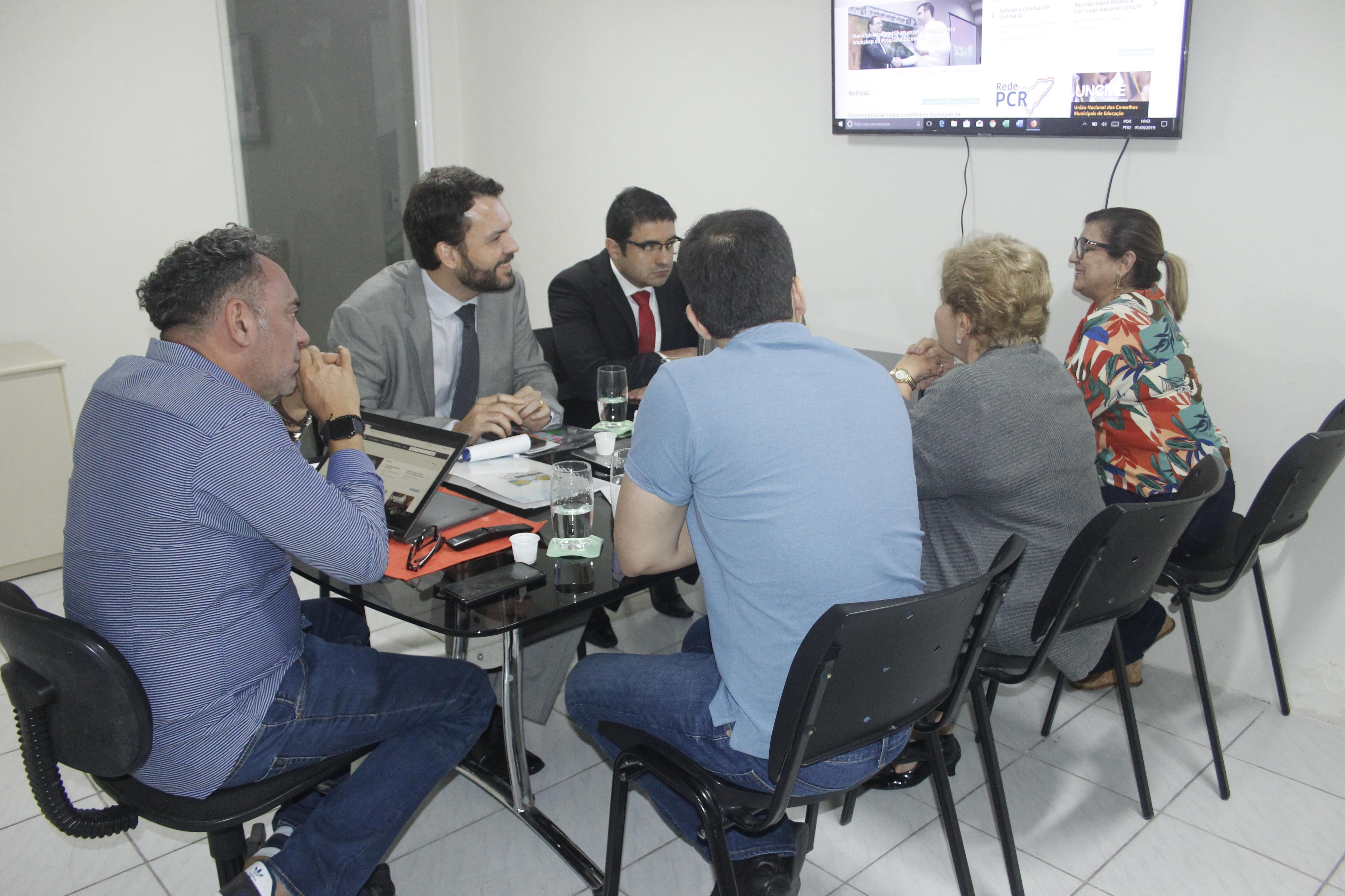 Undime Alagoas recebe procuradores do Tribunal de Contas para discutir desenvolvimento da Busca Ativa Escolar