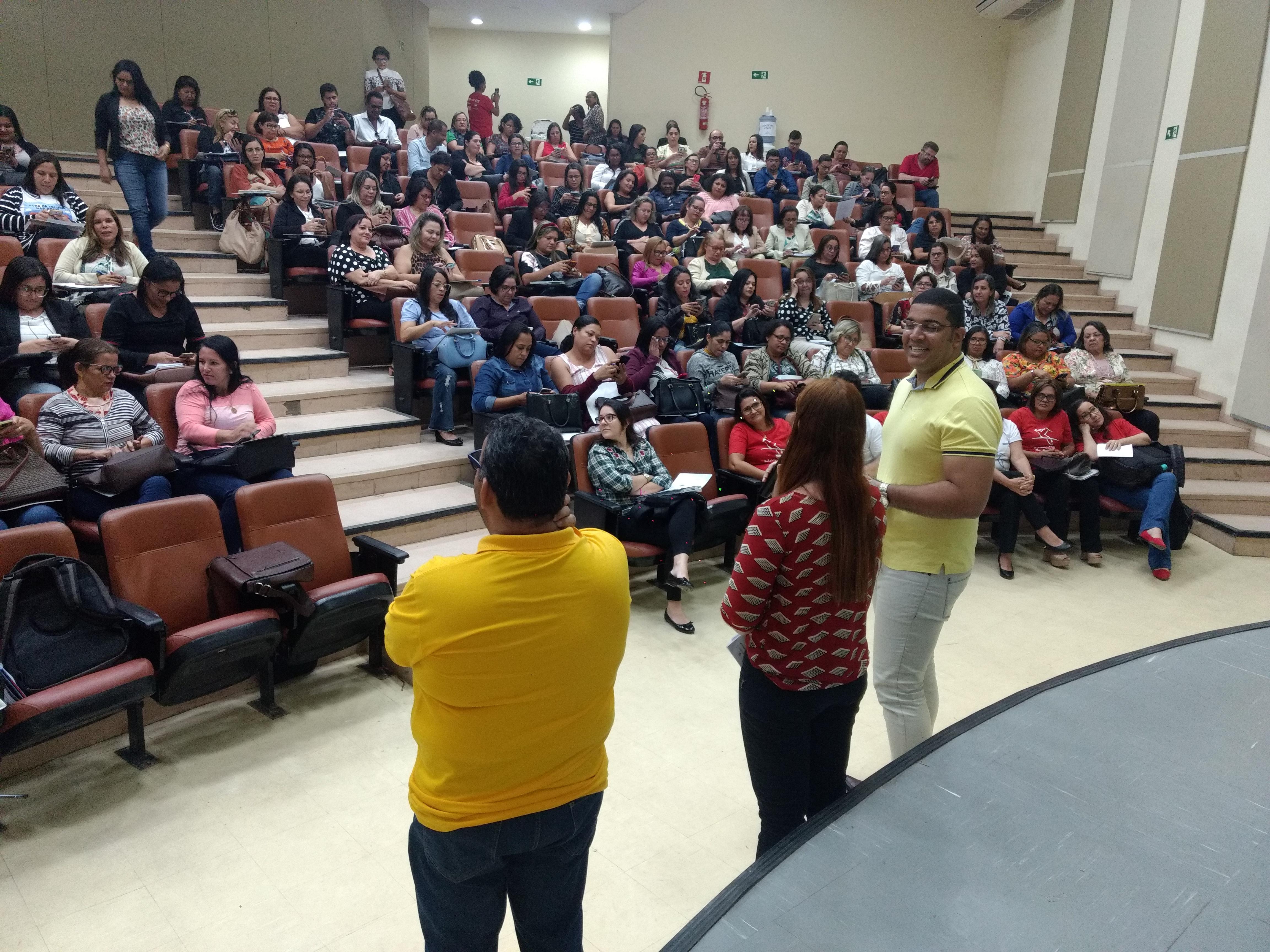 seminário sobre área de linguagens no Novo Currículo Alagoano