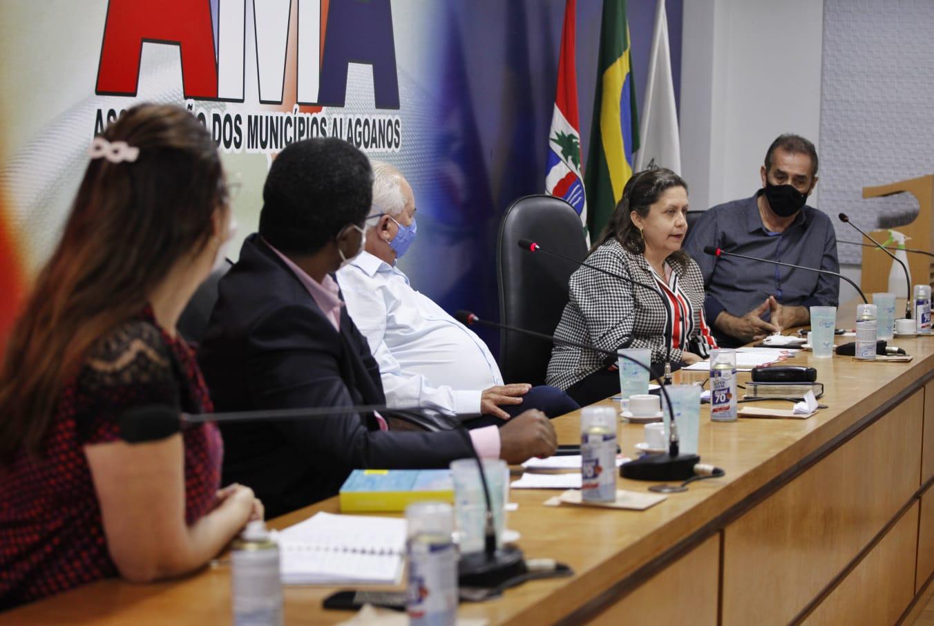 Undime-AL, AMA e Seduc discutem detalhes sobre o processo de retorno às aulas presenciais em Alagoas